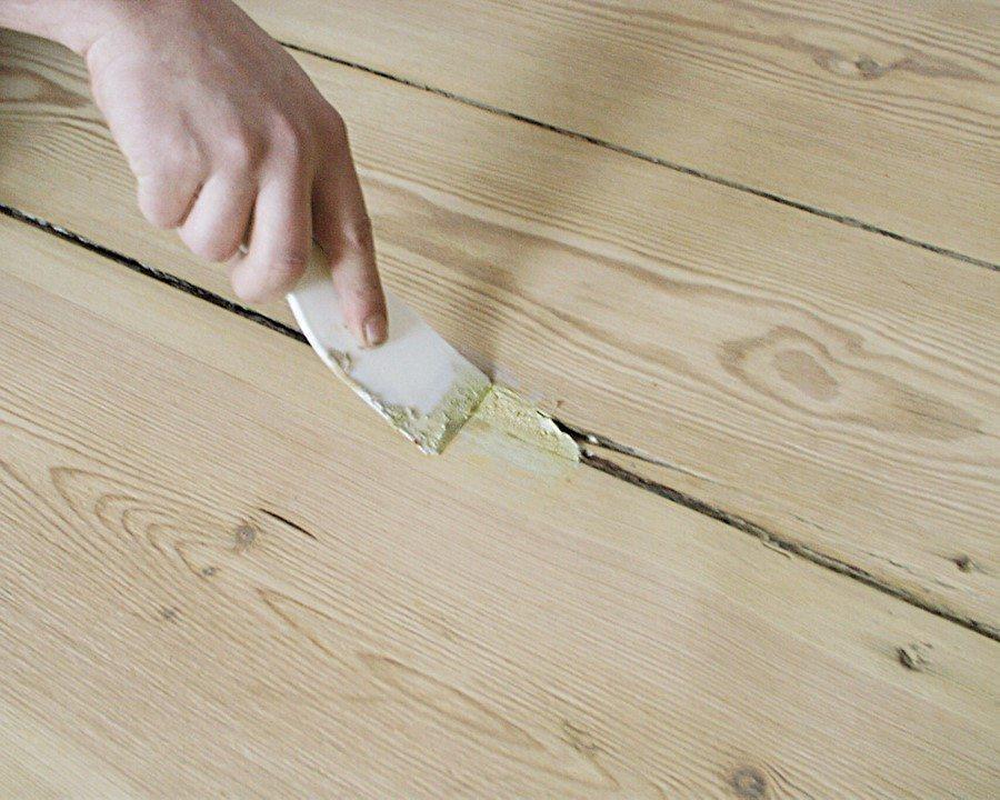 Шпаклевание щелей в полу