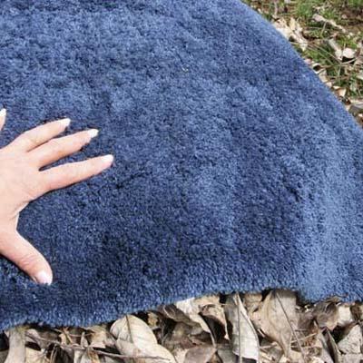 компостная куча накрыта ковром