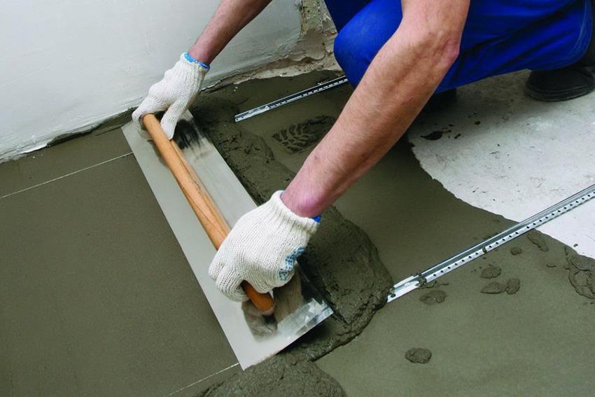 Если бетонный пол не идеальный, то рекомендуется сначала его выровнять