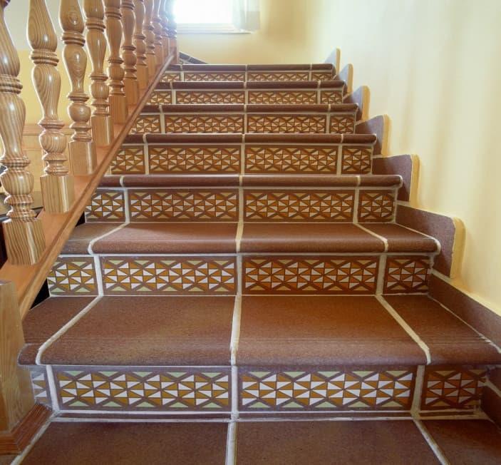 Керамическая плитка на ступенях