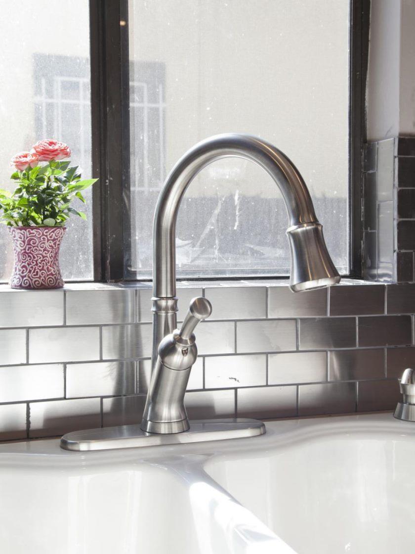 hbrvb104_team-jonathan-kitchen-faucet-after_v-jpg-rend-hgtvcom-966-1288