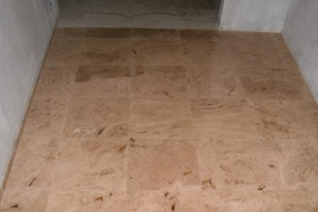 Напольное покрытие из плитки (натуральный камень)