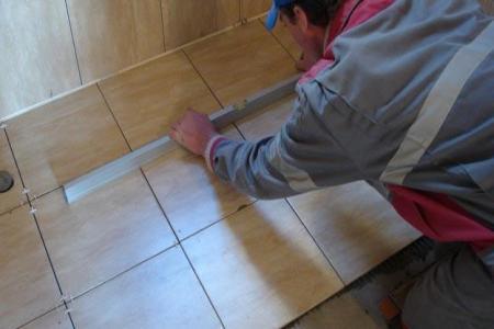 Укладка такого напольного покрытия, как плитка