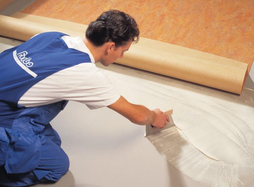 Перед монтажом клеевого пробкового покрытия поверхность следует выровнять