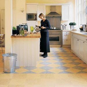 Варианты укладки линолеума на кухне
