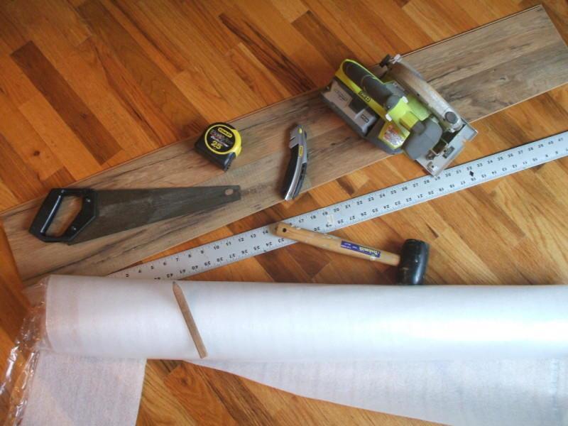 Перед тем как приступать к работе с ламинатом, следует заранее подготовить необходимые инструменты, которые помогут выполнить работу быстро и качественно