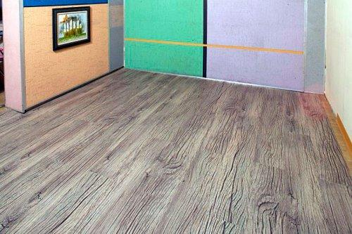 Как выглядит ПВХ плитка на полу