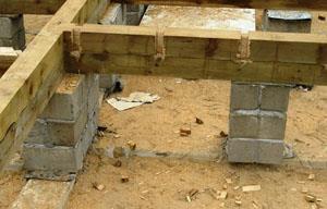 кирпичные столбики для деревянного пола