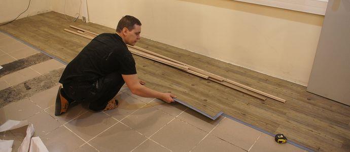 Процесс укладки плитки ПВХ своими руками