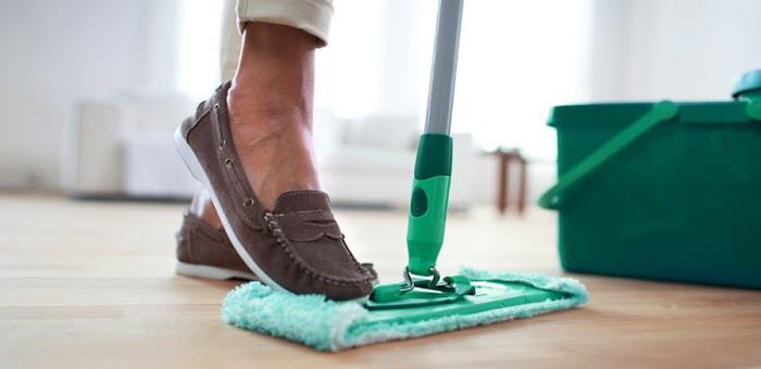 Мытье полов с усердием