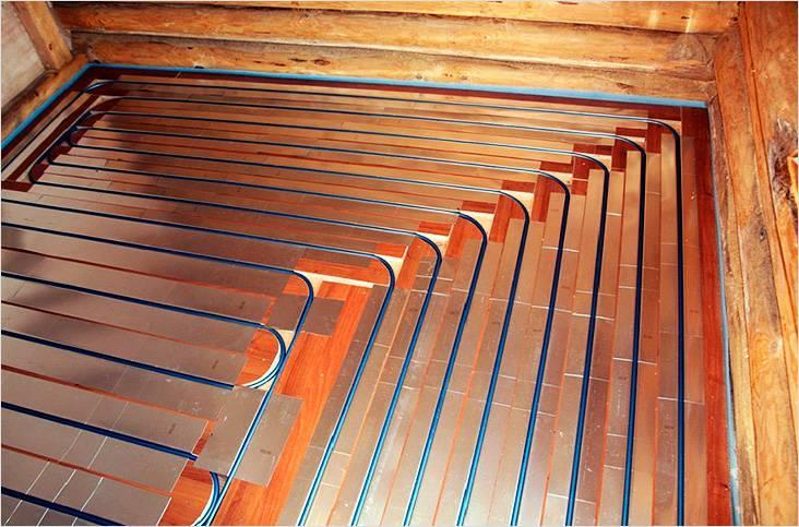 Пирог деревянной системы теплого водяного пола. Трубы уложены с определенным шагом