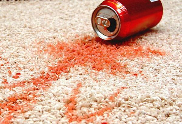 Пятно от газировки на ковре