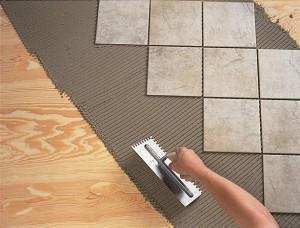 Кладем плитку на деревянное основание