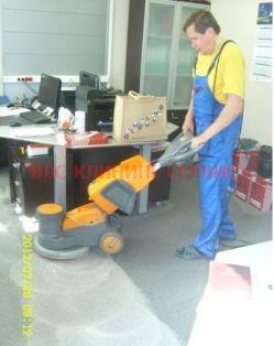 Химчистка ковролина в офисе поломоечной машиной