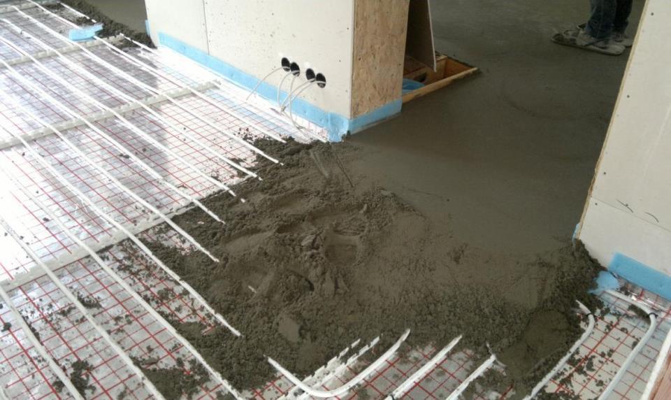 Заливка стяжки на теплый пол