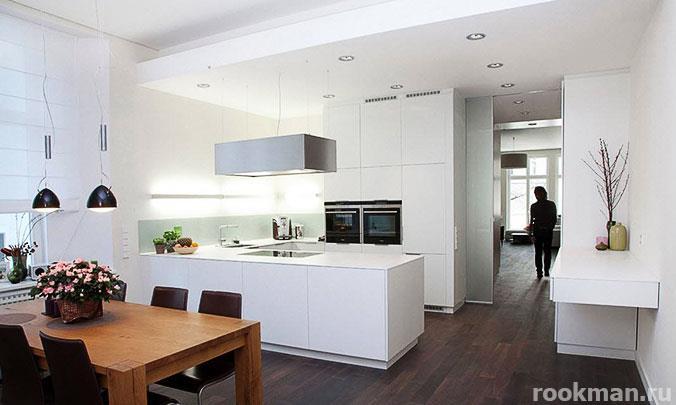 Водостойкий ламинат толщиной 12 мм 33 класса в интерьере кухни