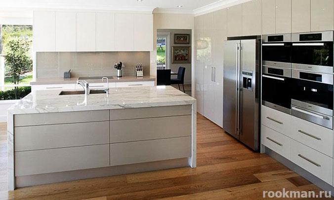 Фото ламината 33 класса водостойкого 12 мм в кухне
