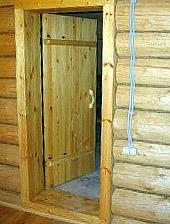 Установка дверей в срубе
