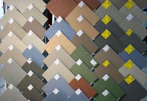 Чтобы определить, какой размер плитки лучше выбрать, нужно исходить из размеров помещения