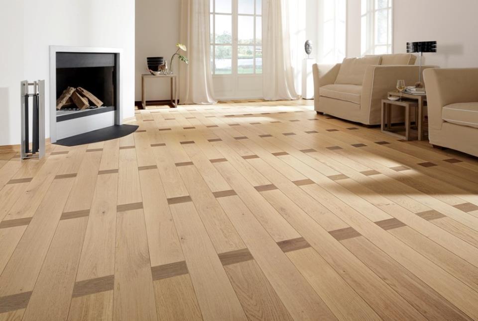 готовый пол из кварцвиниловых плиток