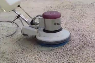 Чем почистить светлый ковролин