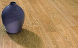 ваза на полу