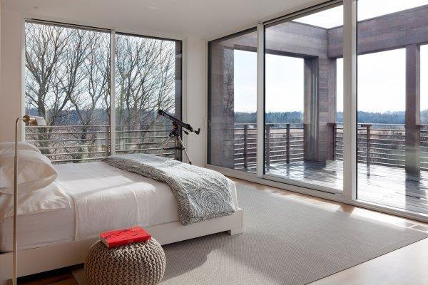 Просторные помещения с панорамными окнами