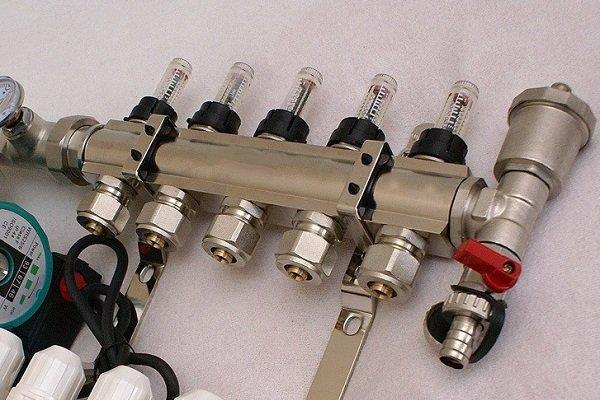 Автоматический воздухоотводчик для выпуска воздуха из труб