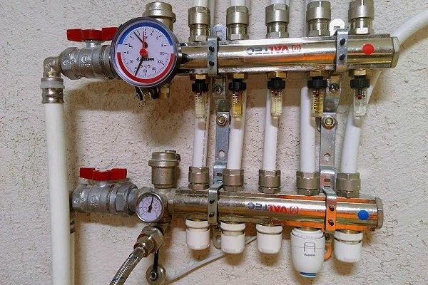 Коллекторные гребенки с расходомерами и клапанами