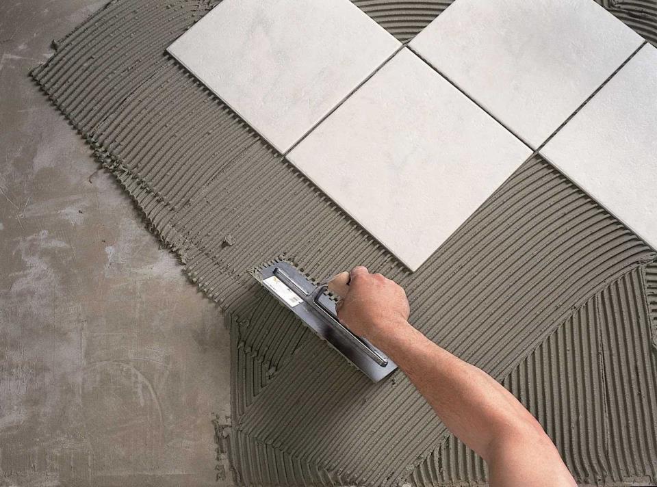 пример укладки пола плиткой со смещением пошагово