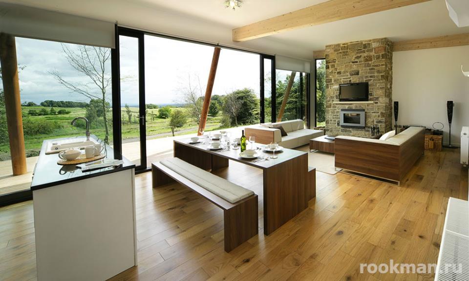 Износоустойчивый ламинат 33 класса толщиной 12 мм в интерьере загородного дома