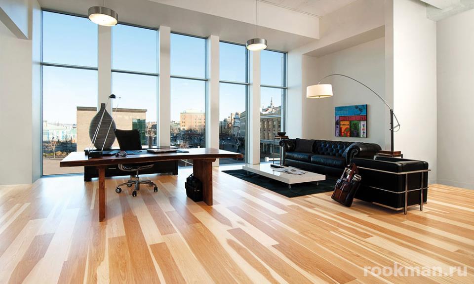 Фото офиса с ламинатом 33 класса толщиной 12мм