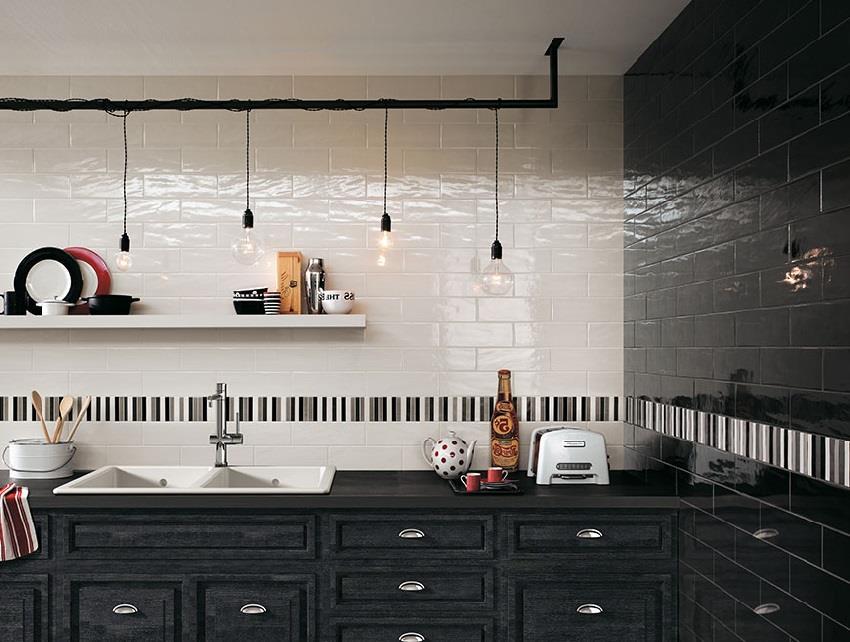 Черно-белая керамическая плитка для стен на кухне