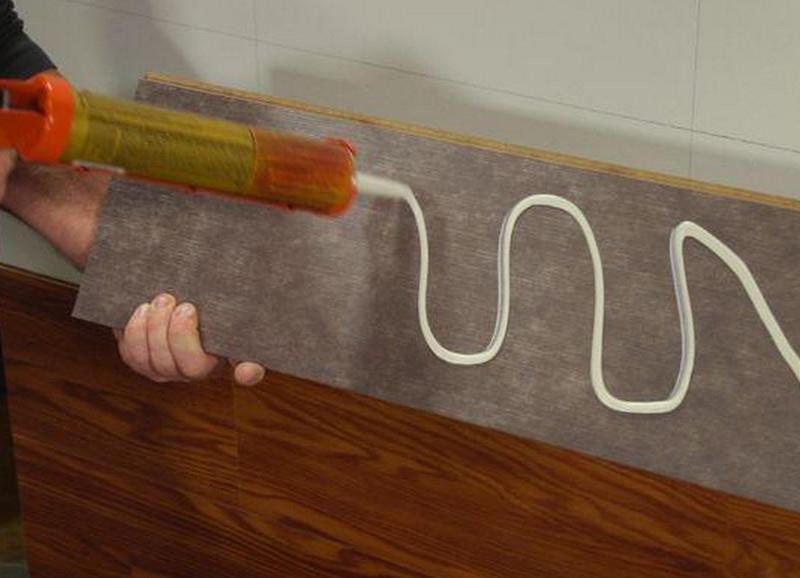 Монтаж клеевого ламината на стену