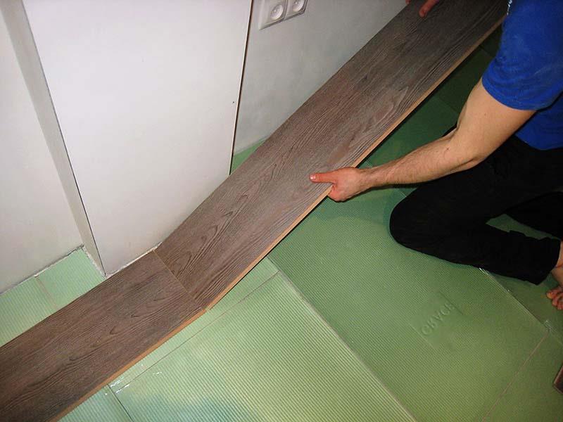 Фото: Ниши в стенах затрудняют расчет и укладку ламината