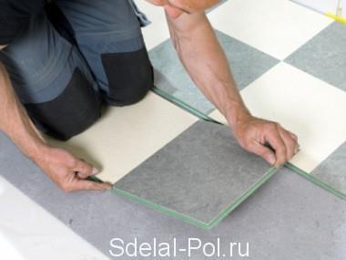 Укладка мозаики из плитки ПВХ