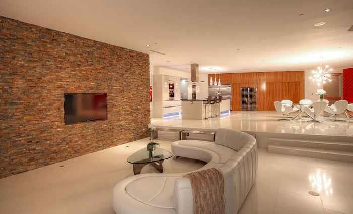 Яркий стиль в интерьере и дизайн комнаты спальни гостиной в хрущевке фото