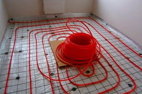 Укладка труб на бетонный пол