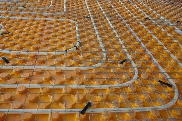 Теплоизоляционная система с бобышками
