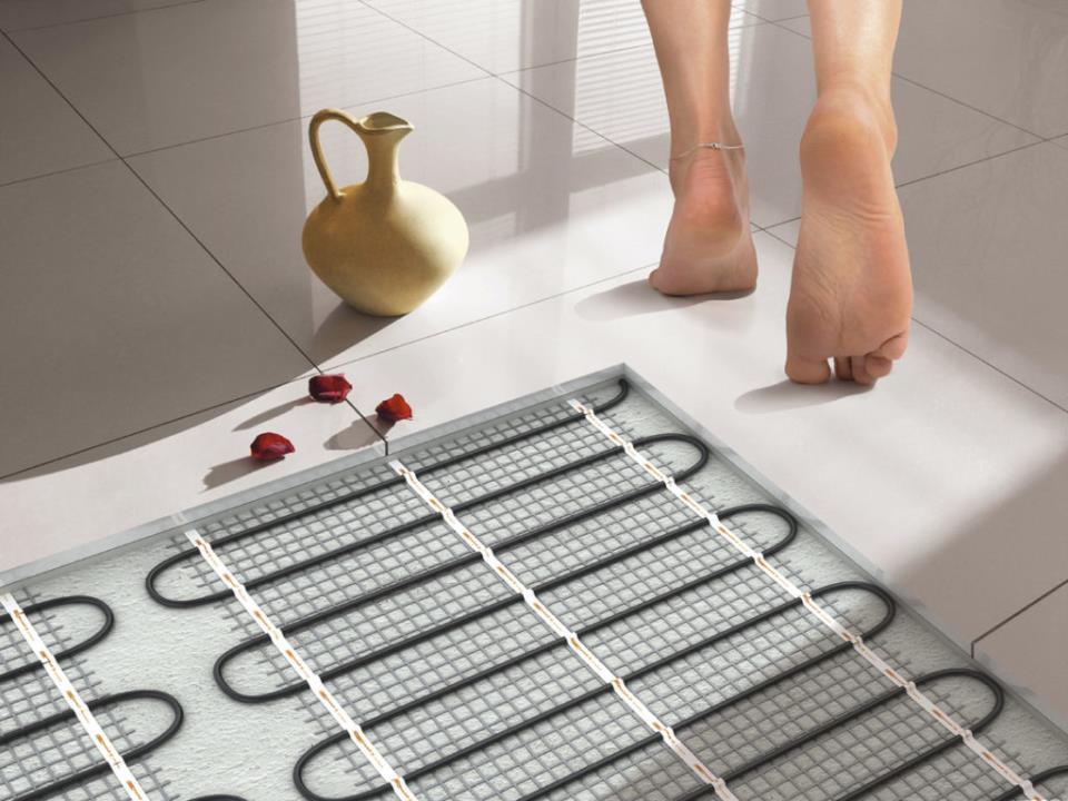 Теплый пол является наиболее удобным видом отопления, при котором происходит равномерный нагрев воздуха
