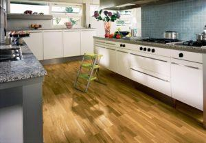 Ламинат для кухни - практичное и недорогое напольное покрытие
