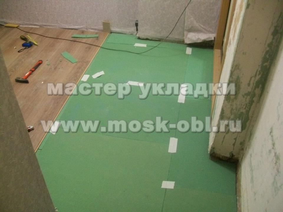 подложка в форме плиты на полу