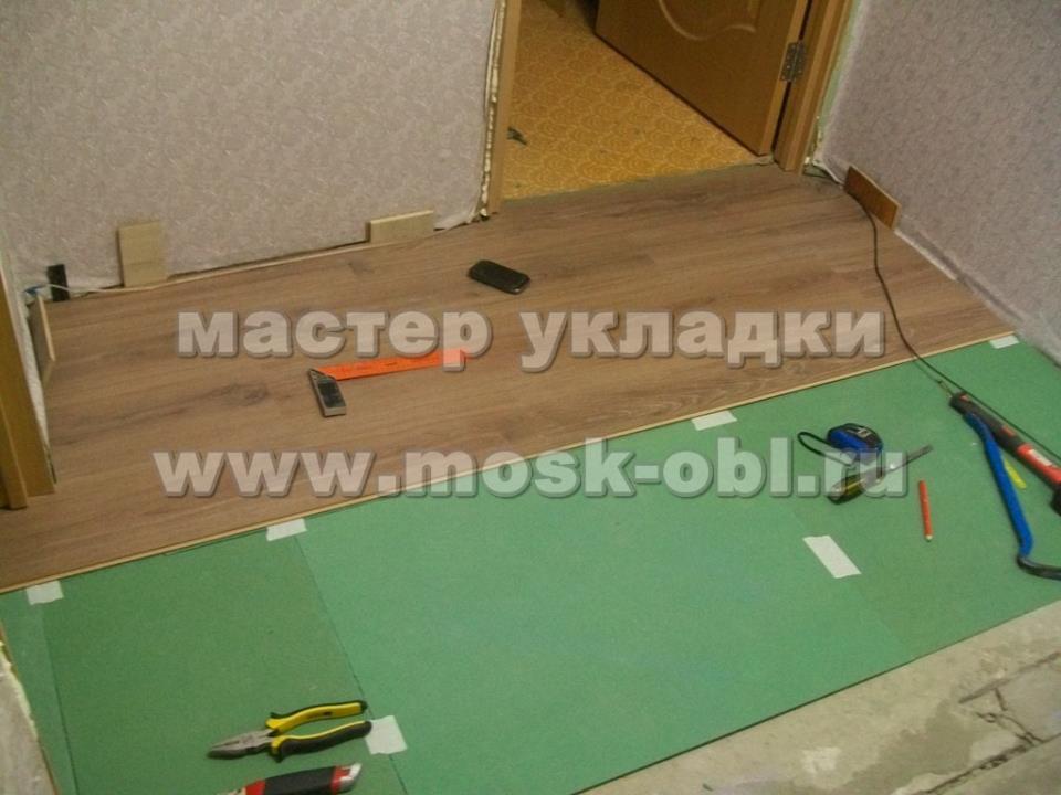 укладка ламината 33 класса в г-образном коридоре