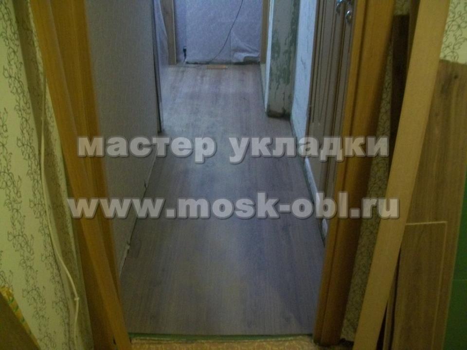 ламинат в коридоре и стык с кухней