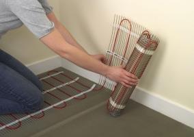 Разворот нагревательного мата при укладке электрического теплого пола под плитку