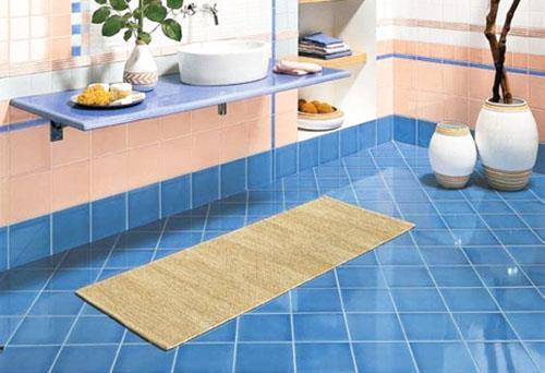 Керамическая плитка - фаворит в отделке пола в ванной