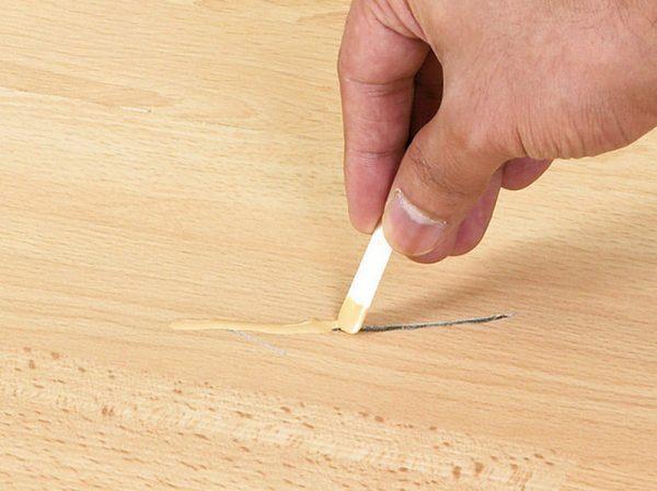 Использование специального карандаша для маскировки царапин