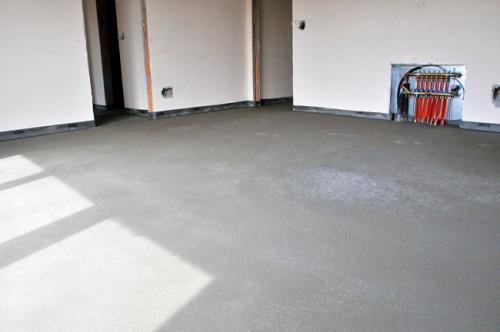 Готовая бетонная стяжка и коллеторная группа
