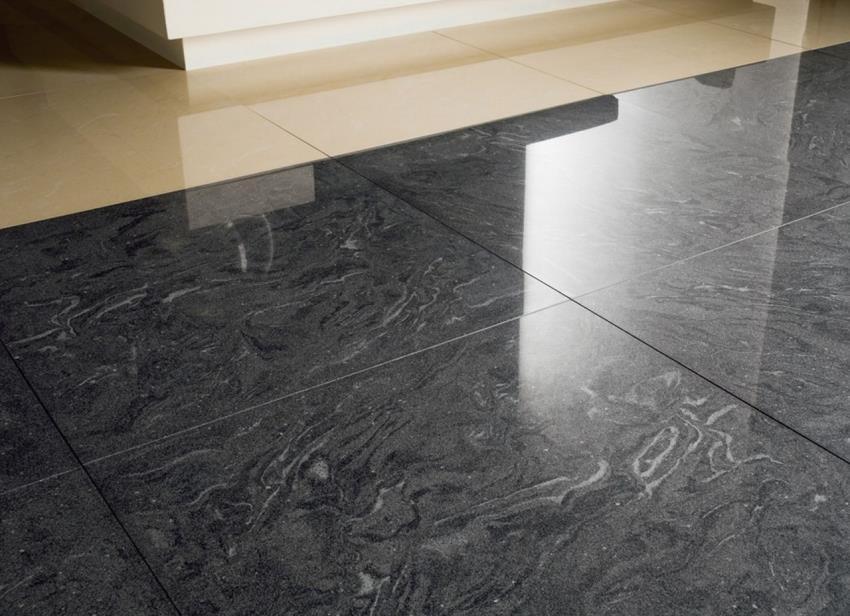 Керамогранитная плитка квадратной формы со стороной в 60 сантиметров наиболее востребована, так как ее размеры позволяют облицевать большие площади