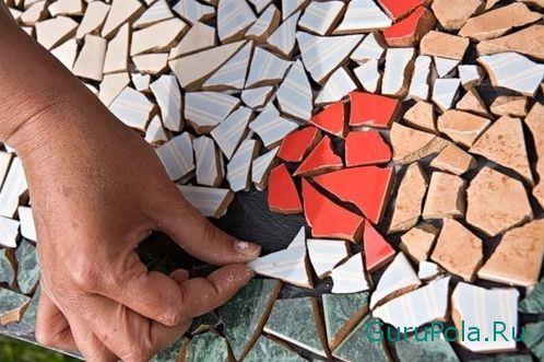 укладка керамической мозаики на пол